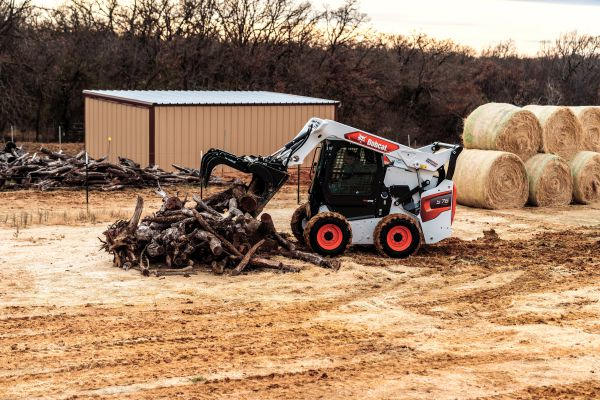 Bobcat R-series loader_S76