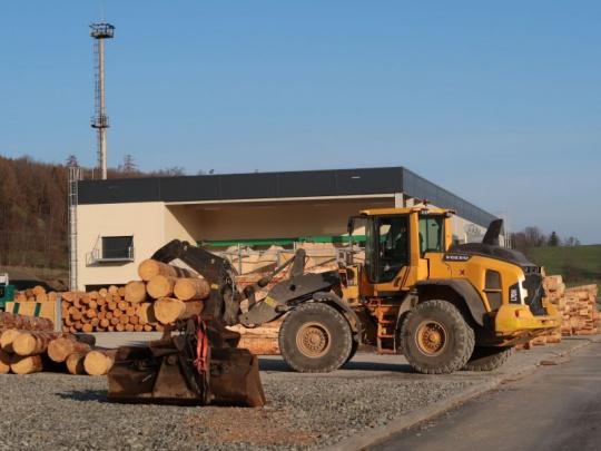 Pila Arcibiskupských lesů ve Vápenné zahájila zkušební provoz