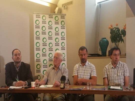 Hnutí Duha předalo vládě komplexní balíček opatření pro zdravé lesy