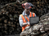 TOUGHBOOKY umožňují lesníkům používat jediné zařízení v terénu i v kanceláři